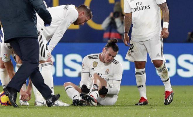 Bale, dolorido sobre el césped, con el golpe que le obligó a retirarse.