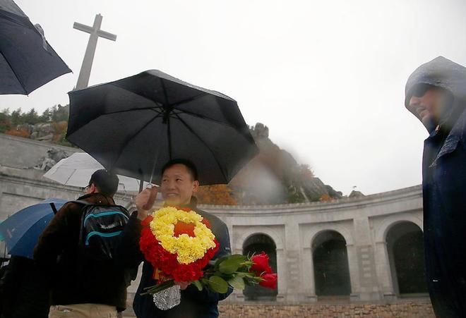Turista en el Valle de los Caídos