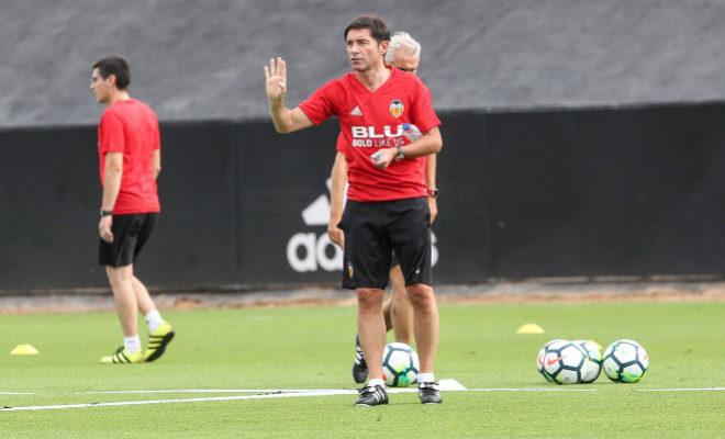 """Marcelino: """"No vendrá un delantero al Valencia si no sale otro... y cuento con los que hay"""""""