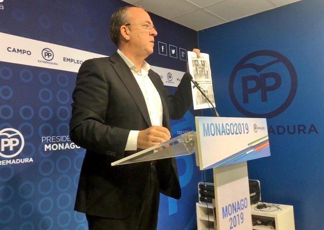 José Antonio Monago, líder del PP extremeño, en rueda de prensa.