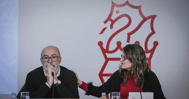 El conseller nacionalista Manuel Alcaraz en una comparecencia con Mónica Oltra.