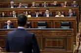 El presidente del Gobierno, Pedro Sánchez, se dirige desde la...