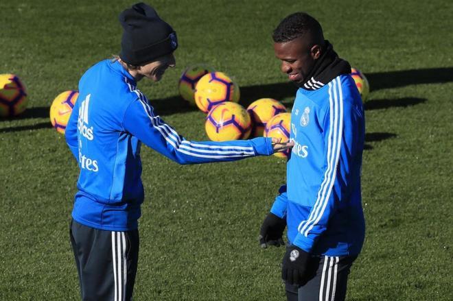 Modric y Vinicius, durante el entrenamiento de este sábado en Valdebebas.
