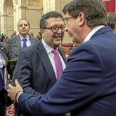 Los líderes de Ciudadanos y Vox, Juan Marín y Francisco Serrano, se...