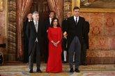 El presidente del Gobierno, Pedro Sánchez, junto a los ministros de...