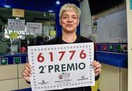 Gema Marcos, lotera de 'El mundo de la suerte' en la calle Blanquerna.