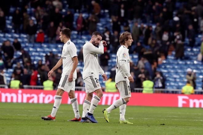 Reguilón, Carvajal y Modric, tras la derrota del Real Madrid ante la Real.