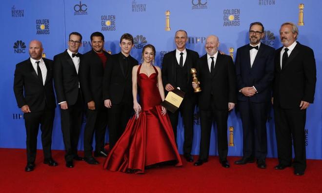 El reparto de 'The Americans', tras recibir el galardón a mejor drama de televisión.