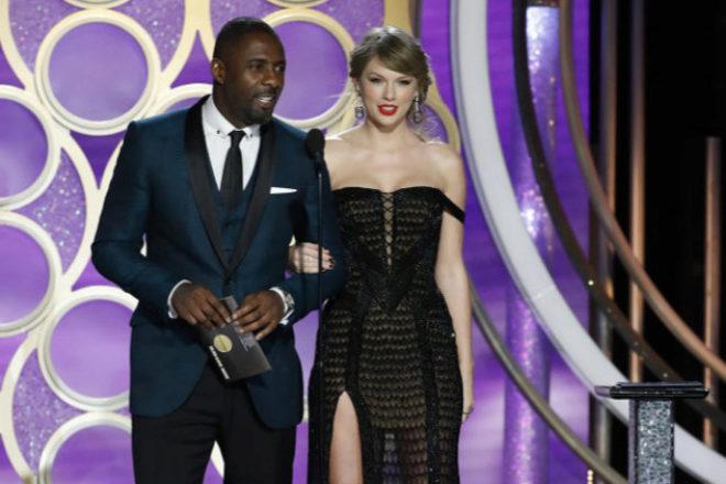 Taylor Swift junto a Idris Elba en los Globos de Oro 2019
