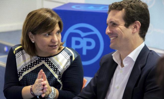 El presidente del PP, Pablo Casado, junto a la presidenta del PPCV, Isabel Bonig.