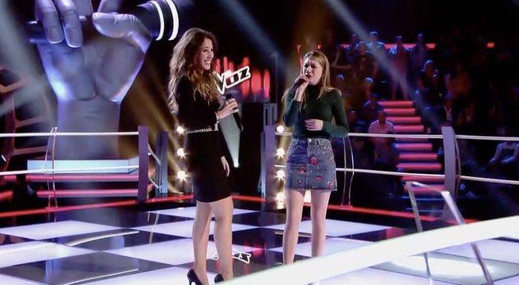 Palomy López, junto a Malú, en La Voz de Telecinco interpretando...