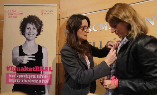 La vicepresidenta del Consell y consellera de Igualdad, Mónica Oltra, y la alcaldesa de Castellón, Amparo Marco, presentando una campaña de Igualdad.
