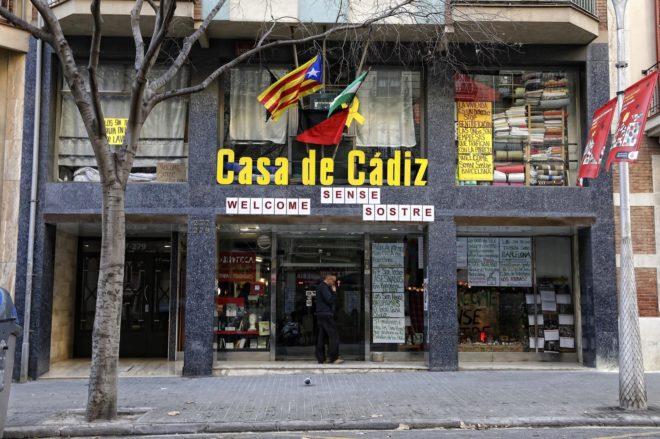 Fachada principal de la Casa de Cádiz en Barcelona, 'okupada' desde hace unos meses.
