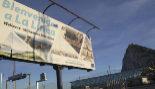 Cartel de bienvenida a La Línea de la Concepción con el Peñón de...