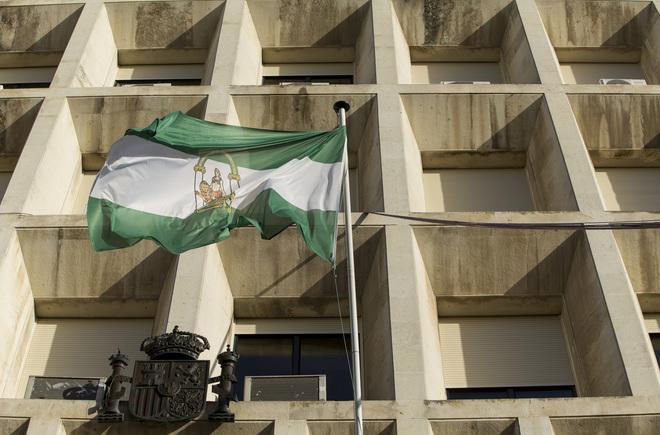 Fachada principal de la Audiencia de Sevilla, donde ha tenido lugar el juicio por agresión sexual.