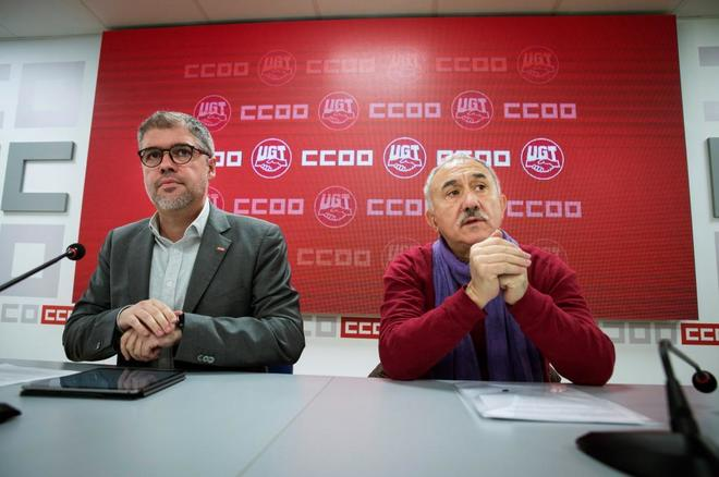 Los líderes de CCOO y UGT, Unai Sordo y Pepe Álvarez, en el anuncio de las movilizaciones para forzar al Gobierno a que derogue parcialmente la reforma laboral de 2012.
