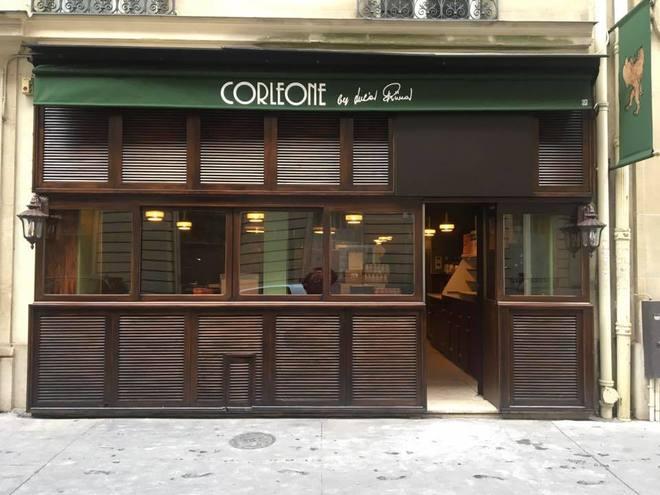 Fachada del restaurante Corleone en el centro de París.