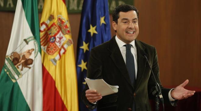 El líder del PP andaluz, Juanma Moreno, comparece ante la prensa tras...