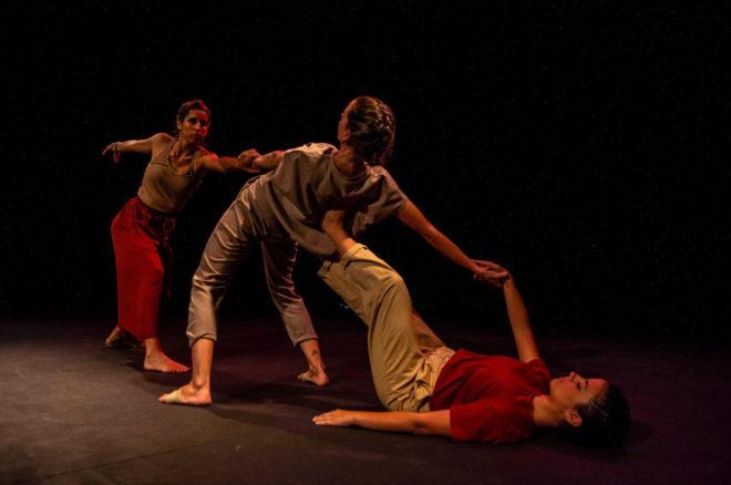 'Extractos' está formado por tres piezas de Raquel Linares, Mikel del Valle y Melodía García