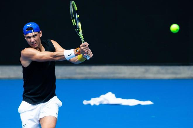Rafael Nadal, durante un entrenamiento previo al Abierto de Australia.