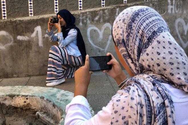 Dos de las participantes en el taller de fotografía de El Príncipe.
