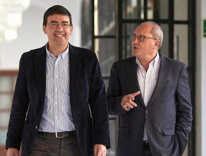 El portavoz del PSOE-A, Mario Díaz, y el secretario de Organización, Juan Cornejo