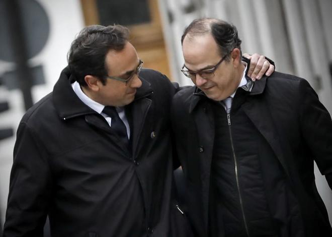 Josep Rull (izqda.), junto a Jordi Turull, se dirigen al Tribunal...