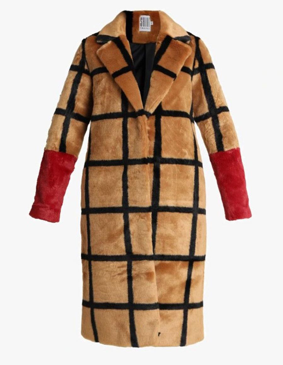 e6609365 Emily Blunt y los abrigos más originales para plantar cara al frío ...