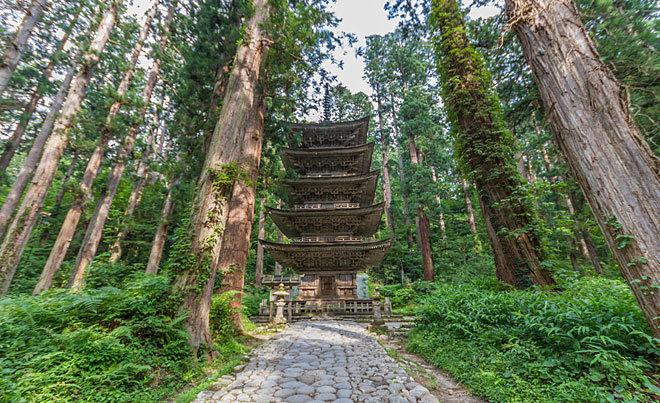 Los templos de Dewa Sanzan, en la ruta del ninja poeta Matsuo Bash.
