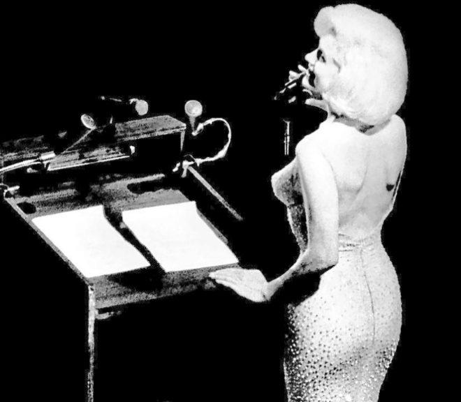 El 'Happy Birthday' de Marilyn Monroe al presidente Kennedy es un símbolo sexual.