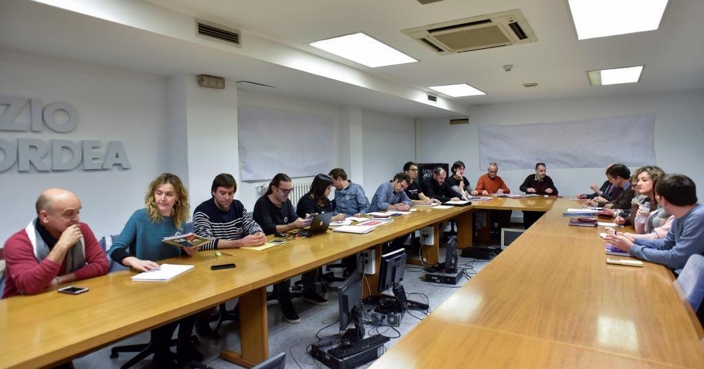 Reunión celebrada en Bilbao entre los sindicatos y la patronal de la enseñanza concertada.