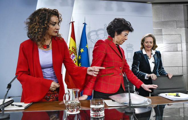 Las ministras de Hacienda, Educación y Economía, María Jesús...