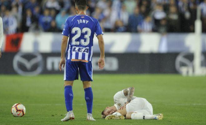 Kroos, dolorido sobre el césped, el pasado octubre en Mendizorroza.