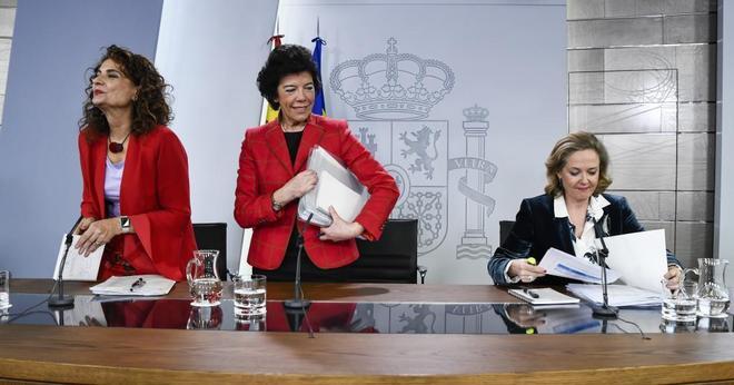La ministras de Hacienda, María Jesús Montero, Portavoz, Isabel...