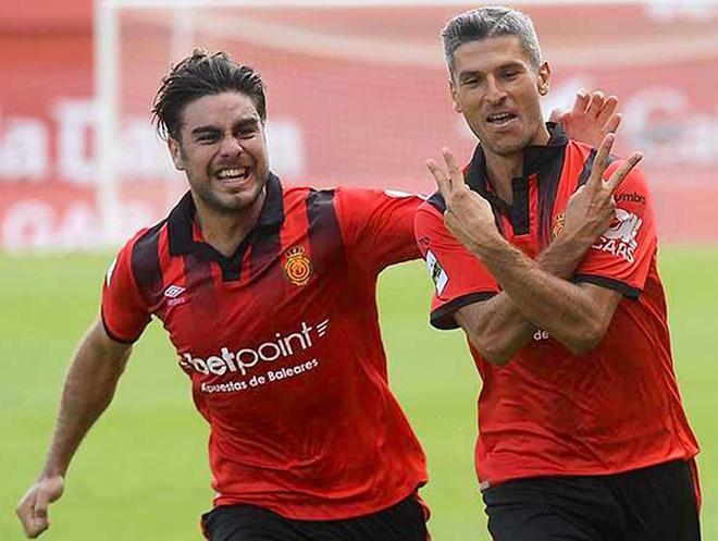 Abdón y Salva Sevilla celebran un gol.