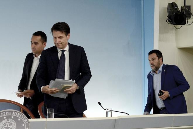 Luigi Di Maio, Giuseppe Conte y Matteo Salvini, tras un consejo de ministros en Roma.
