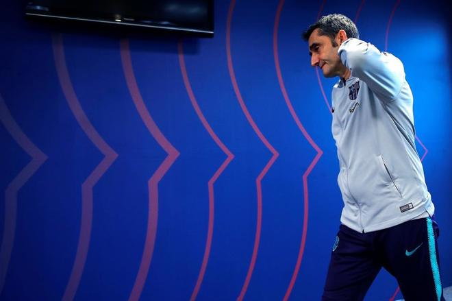 Ernesto Valverde, a su entrada a la sala de prensa.