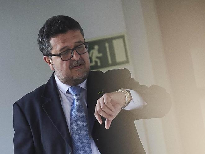 Francisco Serrano, líder de Vox en Andalucía, a su llegada al...
