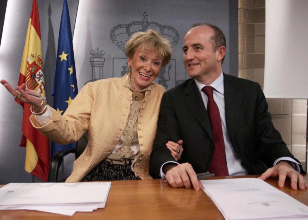 Los socialistas María Teresa Fernández de la Vega y Miguel...