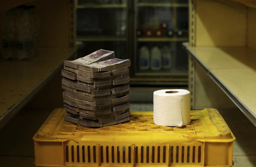 El dólar también reina en Venezuela mientras se devalúa el bolívar
