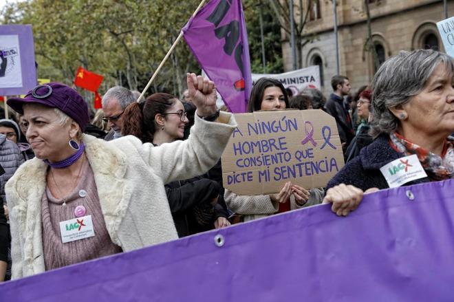 Manifestación feminista en Barcelona en el día internacional contra...