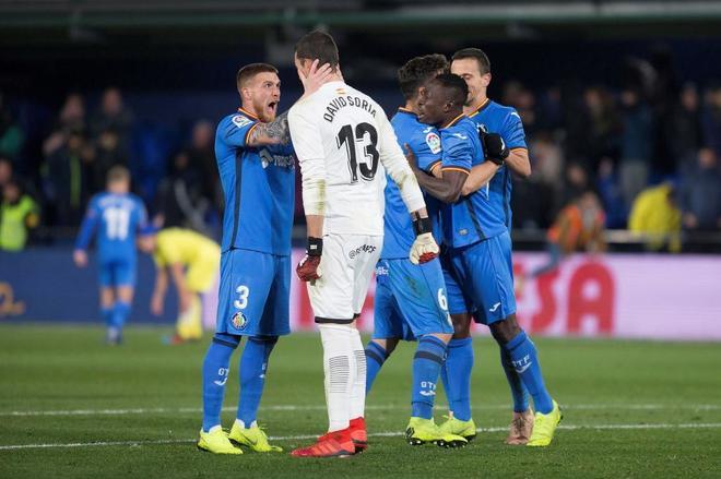 Los jugadores del Getafe celebran su victoria en Villarreal.