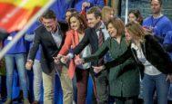 Pablo Casado, ayer junto a los candidatos de su partido en Valencia, Isabel Bonig, M. José Català, Luis Barcala y Begoña Carrasco.