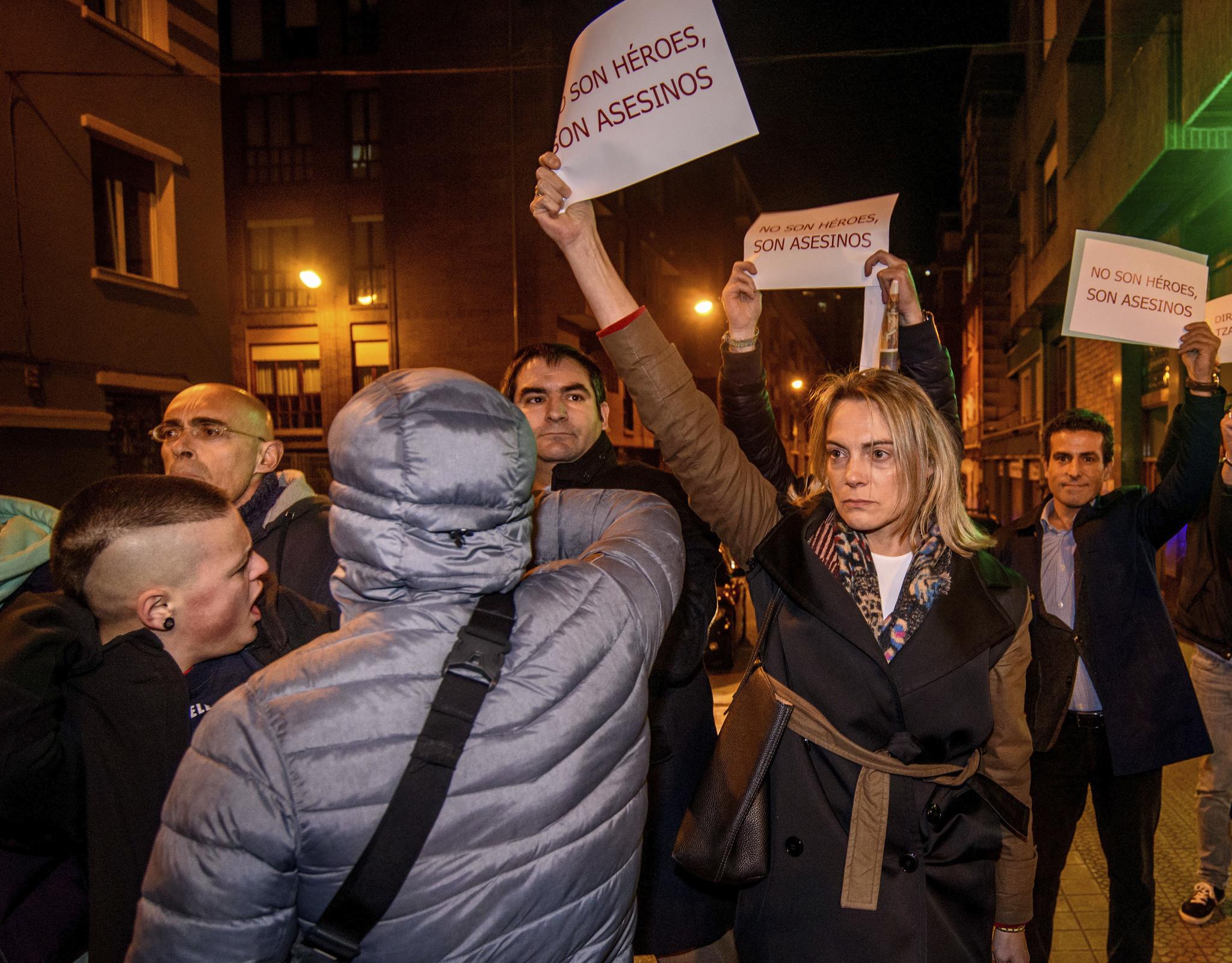La presidenta del PP en Bizkaia Raquel González protesta por el homenaje a la etarra Itziar Plaza.