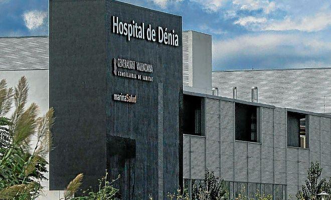 Imagen de una de las fachadas del Hospital que gestiona DKV en Dénia.