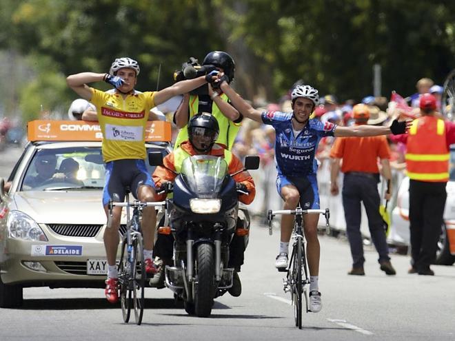 Luis León Sánchez y Contador, en la quinta etapa del Tour Down Under 2005.