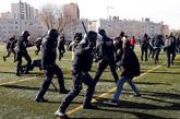 Efectivos de los Mossos d'Esquadra cargaron contra los manifestantes...
