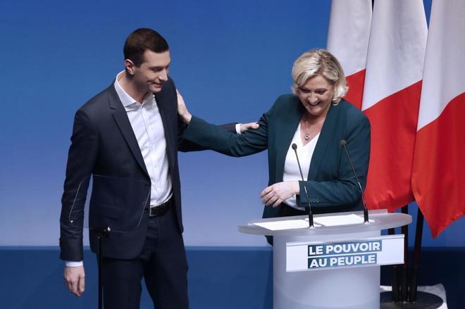 Le Pen presenta su lista a las europeas encabezada por un joven de 23 años