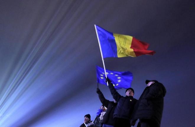 Manifestantes proeuropeos, en Bucarest.