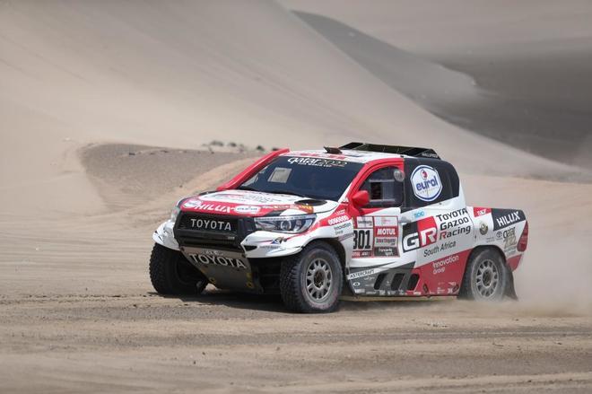 Nasser Al-Attiyah (Toyota), durante la sexta etapa del Rally Dakar.